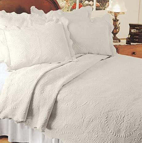 Captivating English Rose Matelasse Coverlet, King, Ivory / Parchment