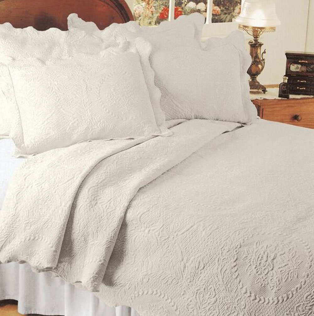 Europa Fine Linens English Rose Matelasse Coverlet, Twin, Ivory/Parchment