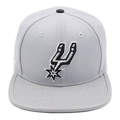 Amazon.com  Pro Standard Men s NBA San Antonio Spurs Icon Snapback ... 98bc01a271e