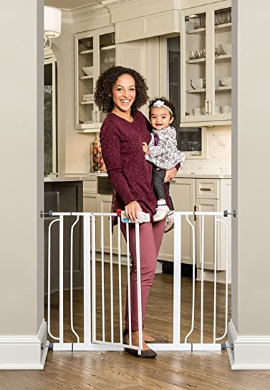 Amazon Com Regalo Easy Step Extra Wide Baby Gate With 6 And 4