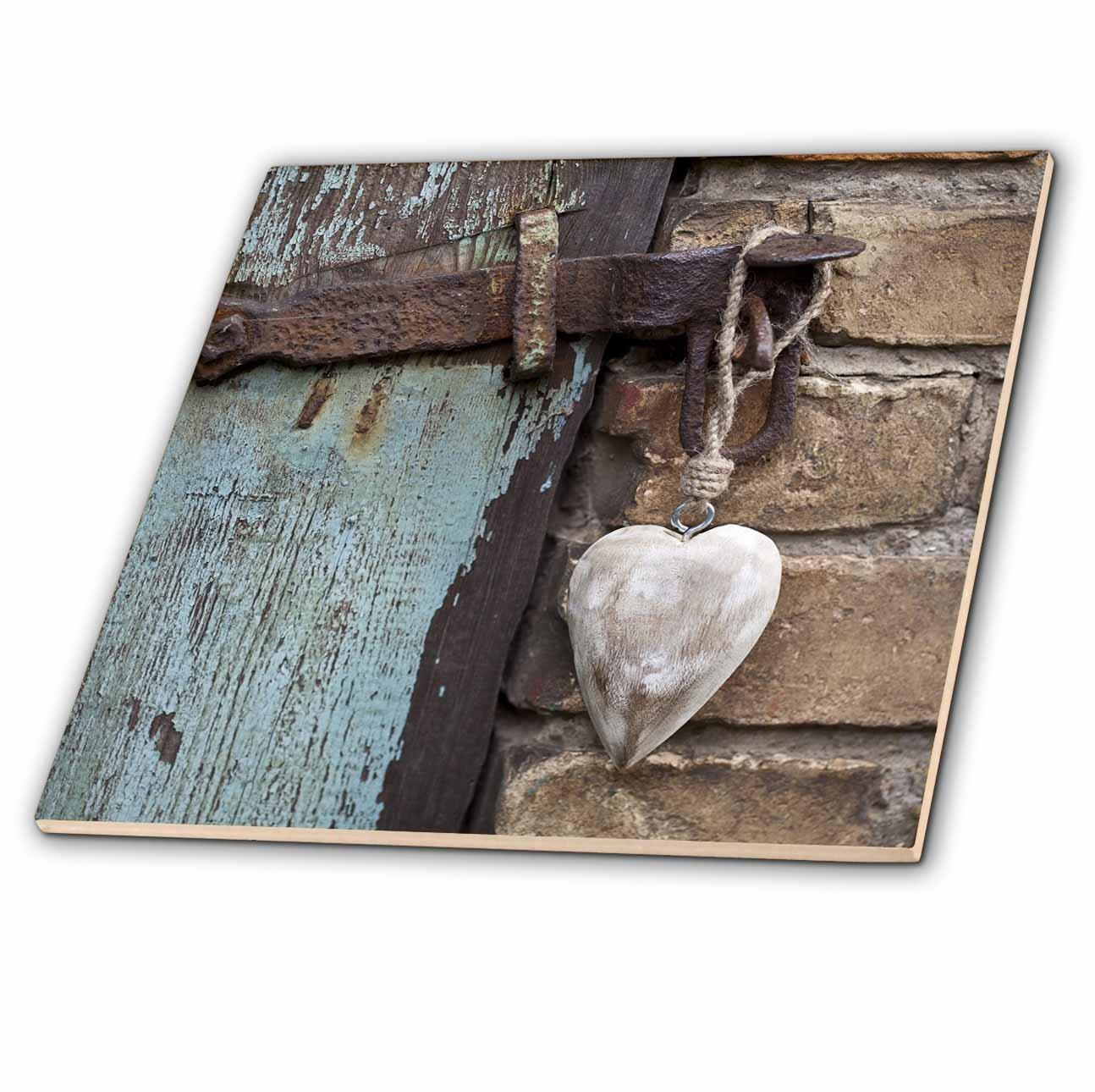 3dRose Wooden Heart Hanging on Old Barn Door Tile, 6 x 6''