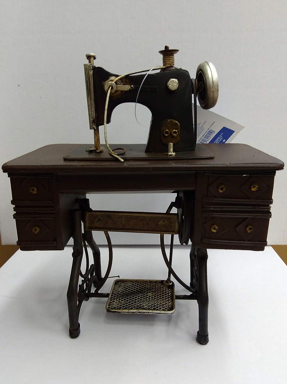 Máquina de coser para decoración, fabricada en metal en dos modelos a elegir y el precio es por unidad, Medidas aproximadas: 20 cm de alto, 16 cm de largo, y 9 cm de ancho
