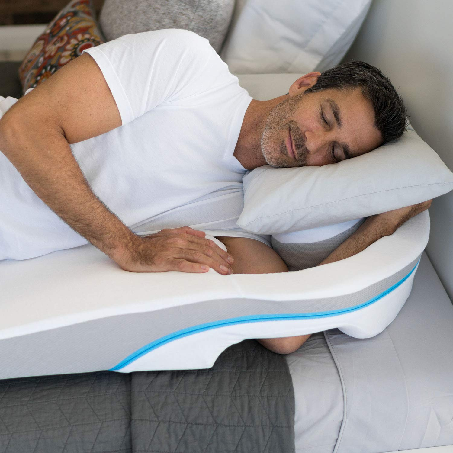 MedCline LP Shoulder Relief Wedge and Body Pillow System | Shoulder Pressure Relief for Right or Left, Side-Sleeping Comfort | Medical Grade | Body Pillow Included, One Size by MedCline (Image #4)