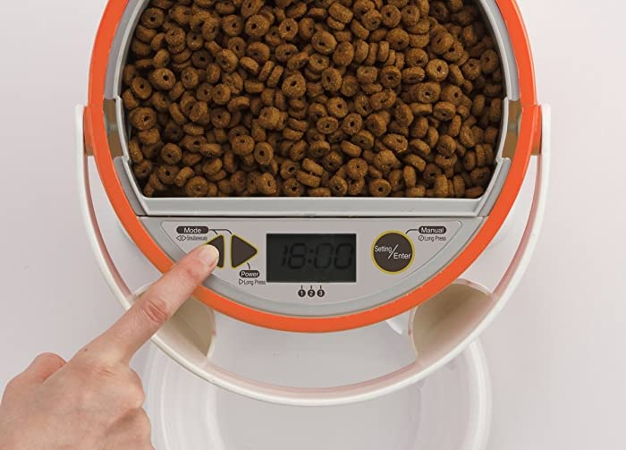 using-pet-feeder