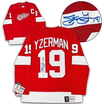 Steve Yzerman Red Wings Signed (Fuzzy Autograph) Fanatics Vintage ... cf854e61936