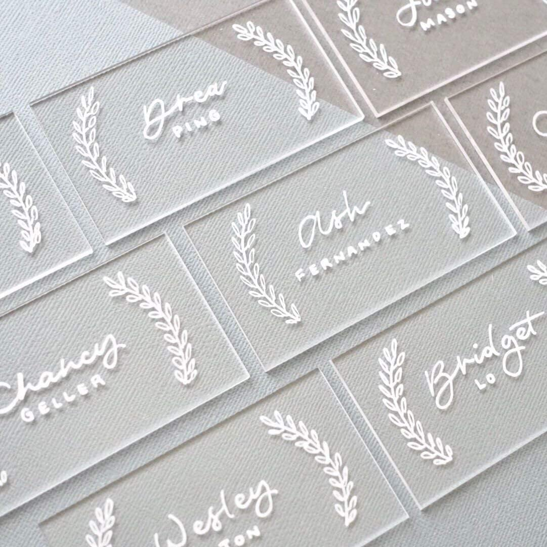 UNIQOOO 100pcs Clear Acrylic Place Cards for Wedding – Blank Rectangle Escort Acrylic Plates - Perfect for Dinner Parties, Table Numbers, Guest Name, Food Signs and Special Event Decoration, 3 1/2 x 2