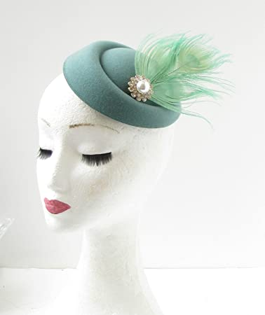 Amazon.com  Teal Mint Green Silver White Feather Pillbox Hat ... 27066cc32dd