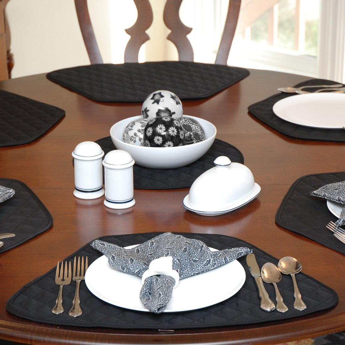 Amazon.com: Set Of 2 Black Quilted Wedge Shaped Placemats For Round Tables:  Home U0026 Kitchen