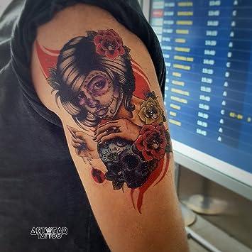 Tatuaje temporal realizado por un artista