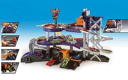 Amazoncom Hot Wheels Mega Garage Playset Gift Pack Car Toys Toys