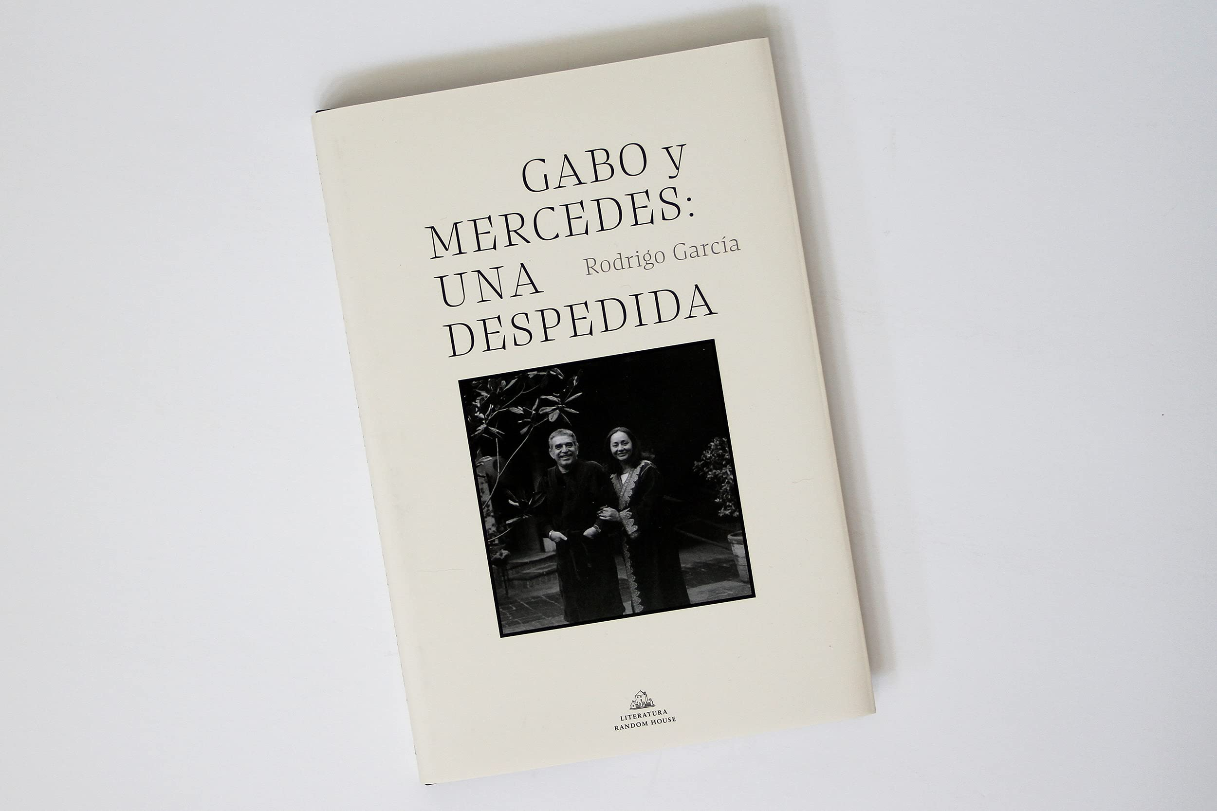 Amazon.com: Gabo y Mercedes: una despedida / A Farewell to Gabo and Mercedes (Spanish Edition) (9781644733950): Garcia Barcha, Rodrigo: Books