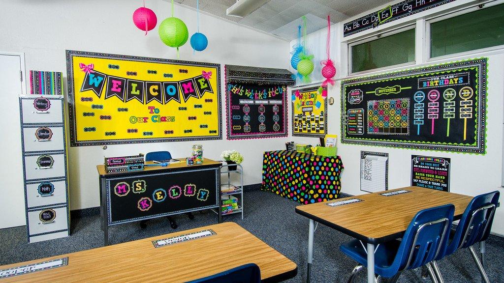 Teacher Created Resources Chalkboard Brights Welcome Pennant Bulletin Board (5614)