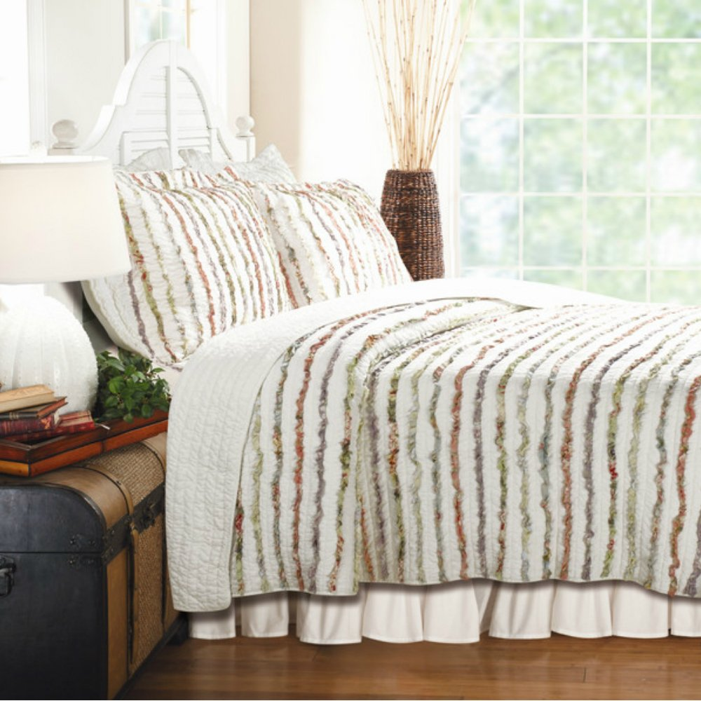 Soft Cotton Bedding Quilt Set with Floral Ruffles in Stripe Pattern - Full / Queen Size, 3 Pieces
