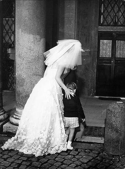 Vintage photo de Gina Lollobrigida, vestidos de novia, y su hijo Milko Junior.