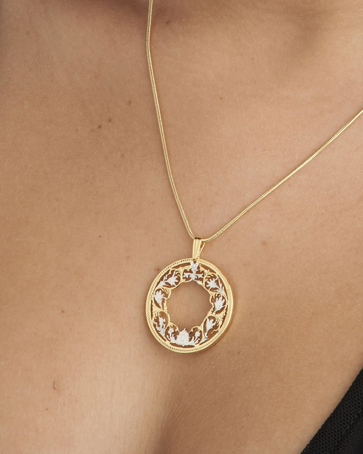 India Hand Cut Floral Coin Jewelry Flower Pendant /& Necklace