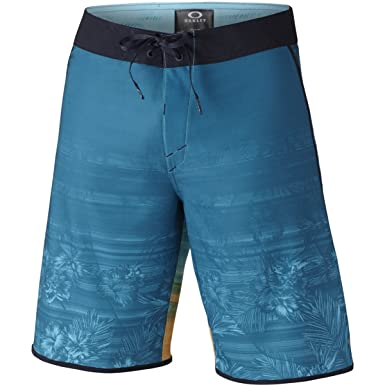 8165fc2bb3de85 Oakley Men's Blade Straight Edge 20 Boardshorts,28,Aurora Blue