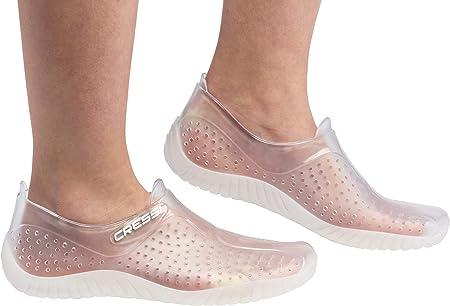 Envolvente pies hecho de material suave, ligero,La suela tiene un patrón antideslizante, la parte su