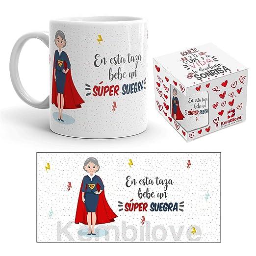 Kembilove Taza de Café para Suegra – Aquí Bebe una Super Suegra – Taza de Desayuno para Familia – Regalo Original para Cumpleaños, Navidad, ...