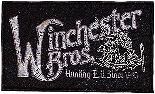 Main Street 24/7 Supernatural serie de televisión Winchester Brother Logo parche: Amazon.es: Ropa y accesorios