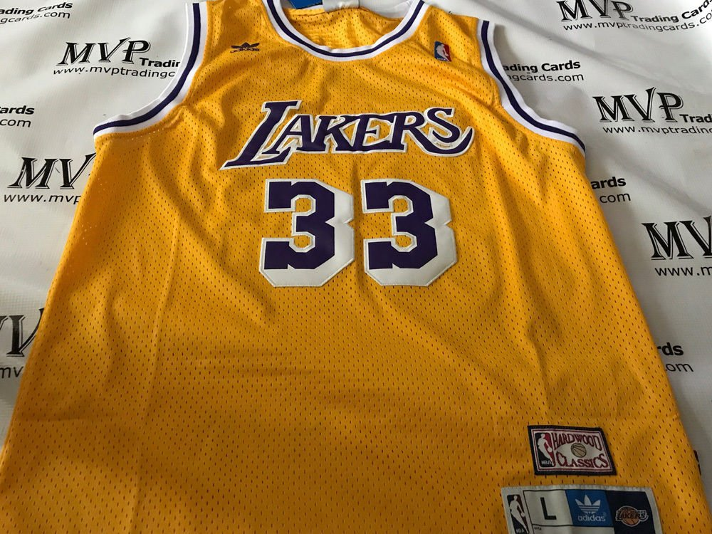 528d074fe46 Beckett Authentic Kareem Abdul Jabbar Autograph Throwback LA Lakers Jersey  at Amazon s Sports Collectibles Store