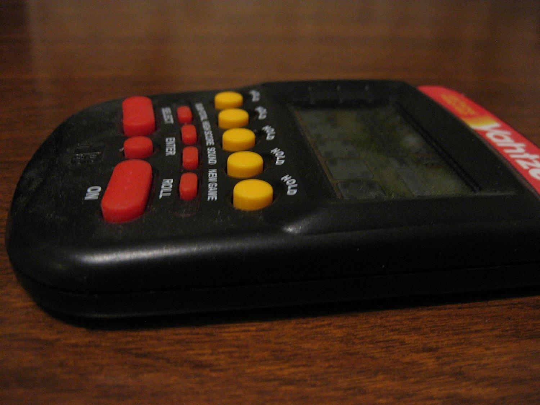 春新作の Yahtzee Handheld Electronic Game (1995) B003EDYE02, クラブステーション 917d2555