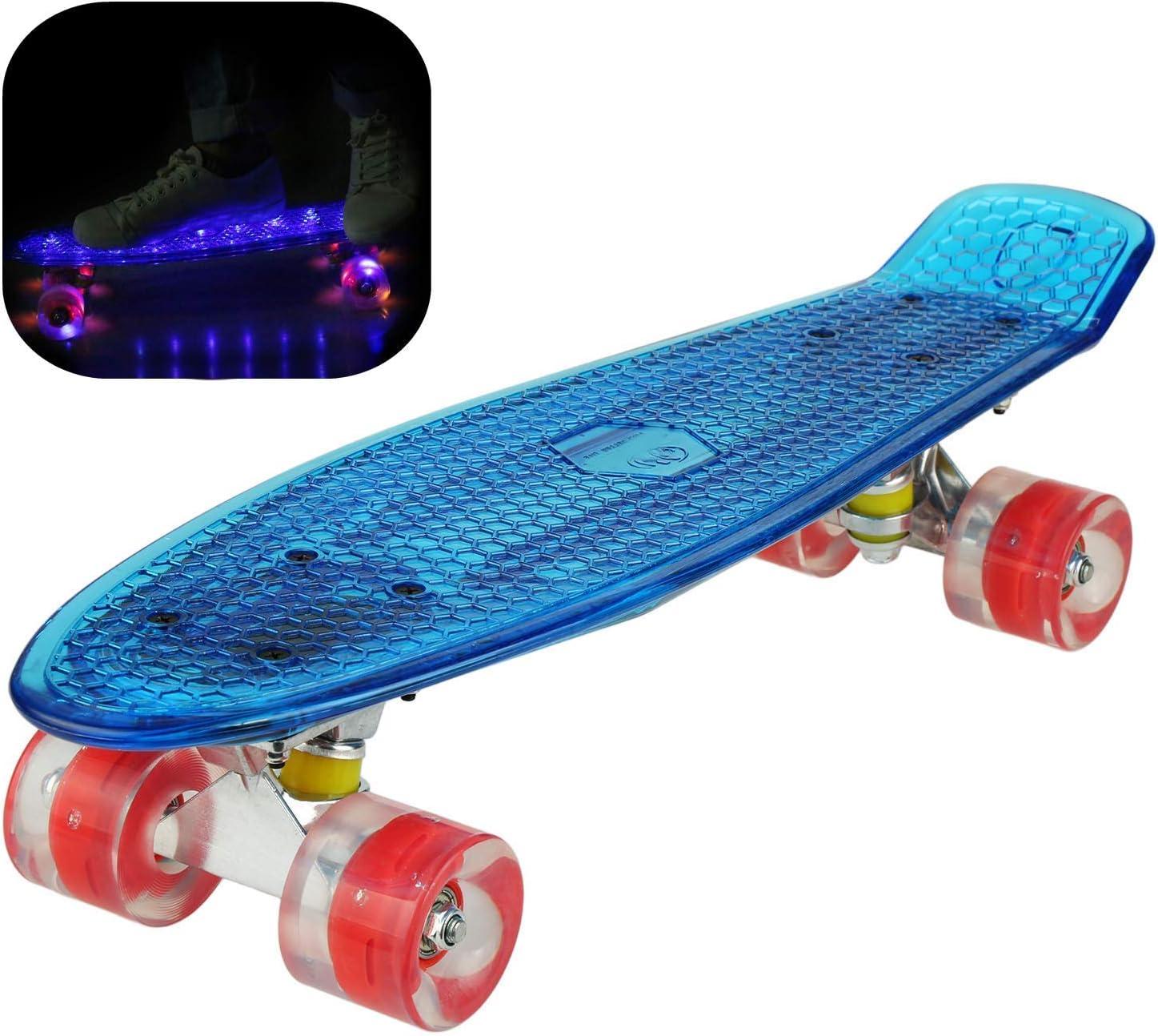 Hiriyt Mini Cruiser Skateboard 22 Zoll Fishboard FÜR Anfänger Jugendliche Und Erwachsene - Tragbares Mini-Skateboard - 4 Ledteile Erleuchten Das Glatte PU Rad (Blau / rotes Rad / Riemen) kaufen