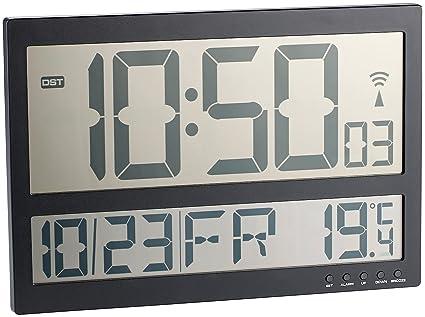 Infactory - Reloj de pared digital con pantalla LCD grande, radio e indicador de temperatura