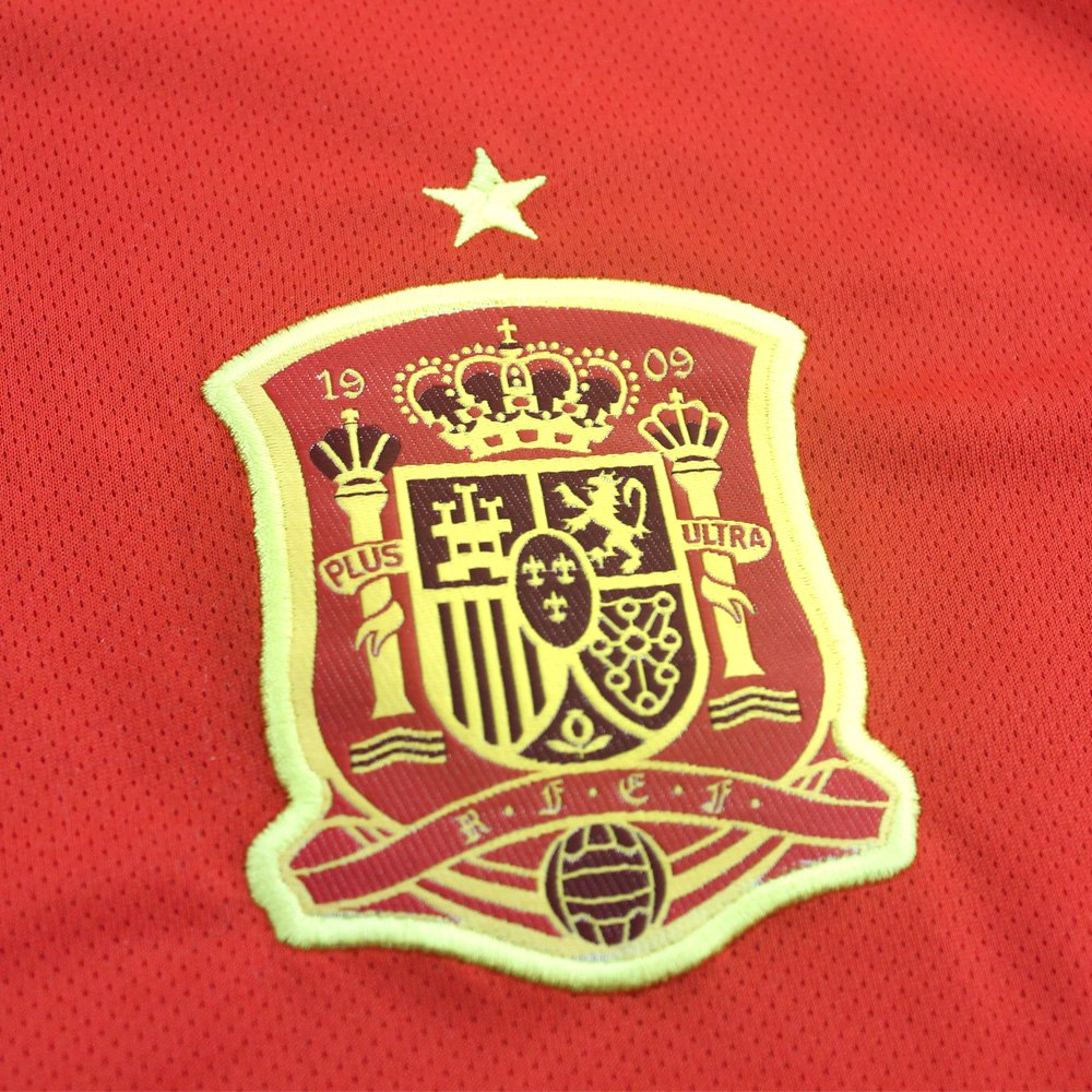 Licenced by the Royal Spanish Football Federation Spanish Mini Kit Replica  First Jersey for Child Russia 2018 World Cup Finals 97986c947