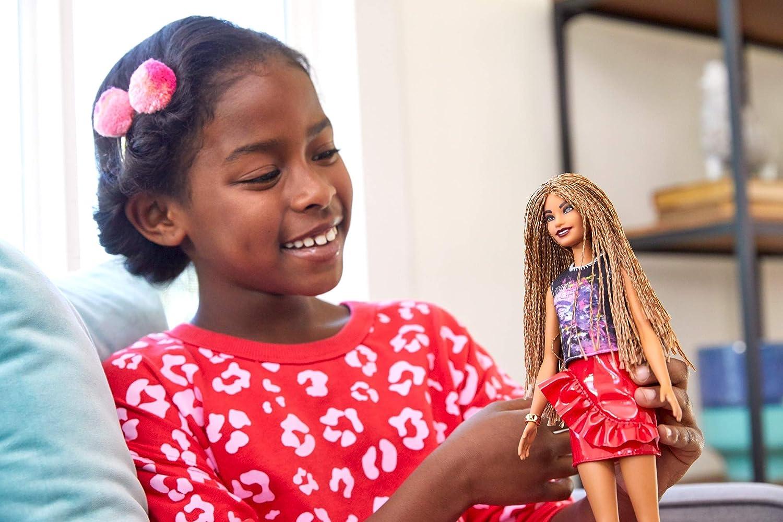 foto ufficiali ea738 00105 Barbie- Fashionista, Bambola Afroamericana con Top Fantasia e Gonna Lucida  Rossa, Giocattolo per Bambini 3+ Anni, FXL56