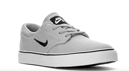7d76be4377a3 Nike Boy s SB Clutch Grade School Skateboarding Shoes (4 Big Kid M