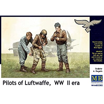 Master Box WWII Luftwaffe Pilots (3) Figure Model Building Kits (1:32 Scale): Toys & Games