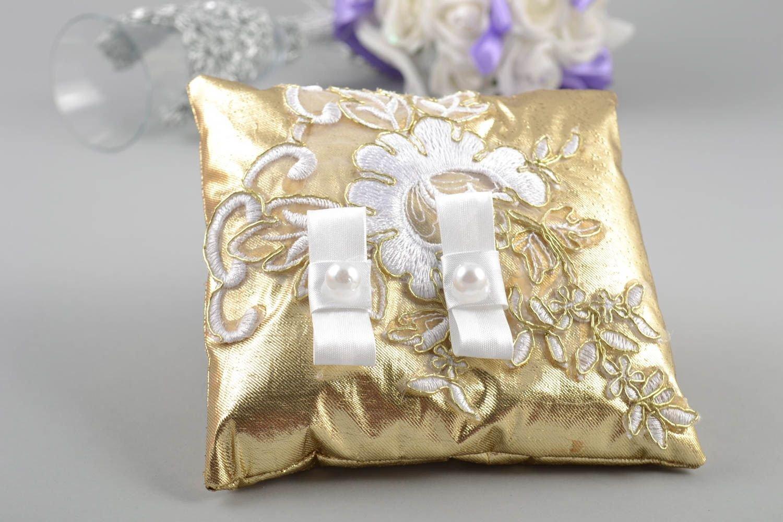 Cojin de boda para anillos hecho a mano de tela dorada ...
