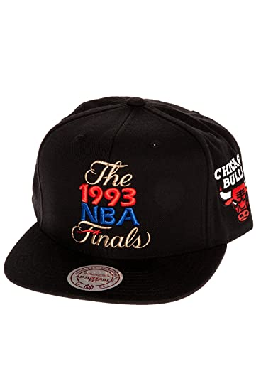 6d055d5ff03 Amazon.com  Mitchell   Ness Men s Chicago Bulls 1993 NBA Finals  Commemorative Snapback Hat One Size Black  Clothing
