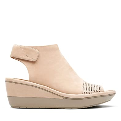 fa8397fa75ab Clarks Wynnmere Abie Nubuck Sandals in Sand Standard Fit Size 7½ Beige   Amazon.co.uk  Shoes   Bags
