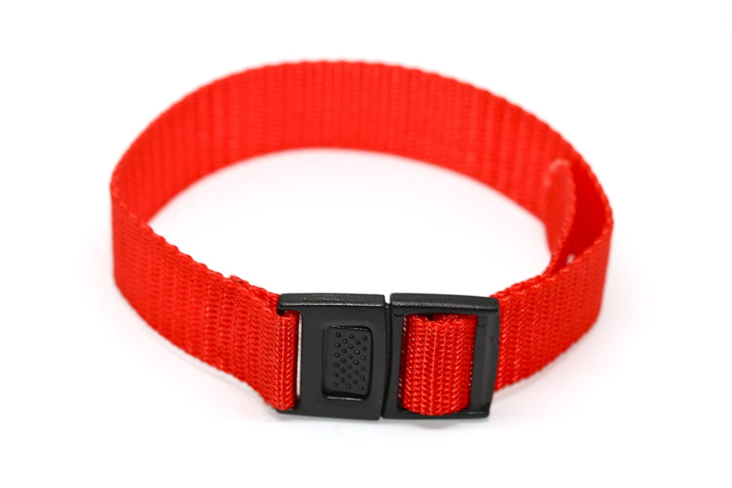 bd72010397b Amazon.com  Vintage Retro 18mm Red Nylon Slip Thru One Piece Watch Band  Strap Fits Weekender and Others  Watches