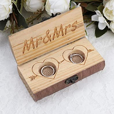 AerWo - Caja de Madera rústica para Anillos de Boda, diseño de corazón con Texto en inglés Mr & Mrs: Amazon.es: Joyería