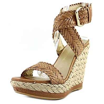 a7d9d65f357 Amazon.com  Stuart Weitzman Women s Elixir Wedge Sandal  Shoes