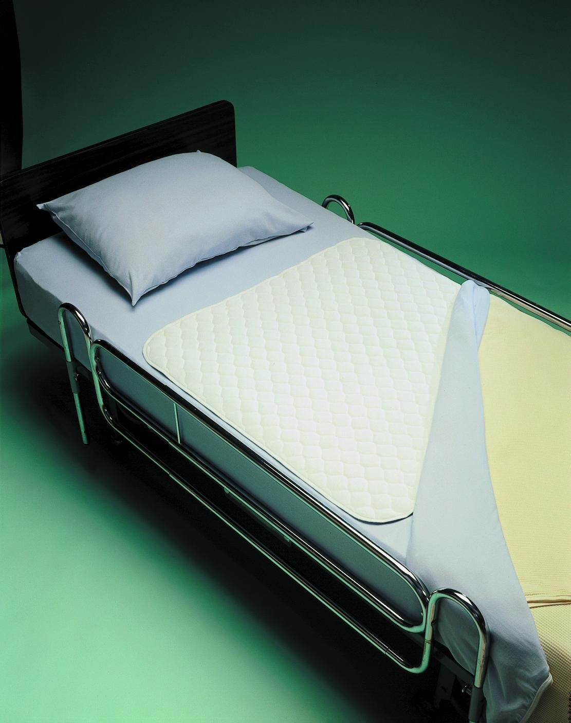 Invacare Reusable Bed Pads 34 x 36 in./Absorbs 1000 cc/Bulk