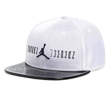 Amazon.com  Nike Big Boys Jordan 11 Snapback Baseball Cap (Youth 8 ... af860191833