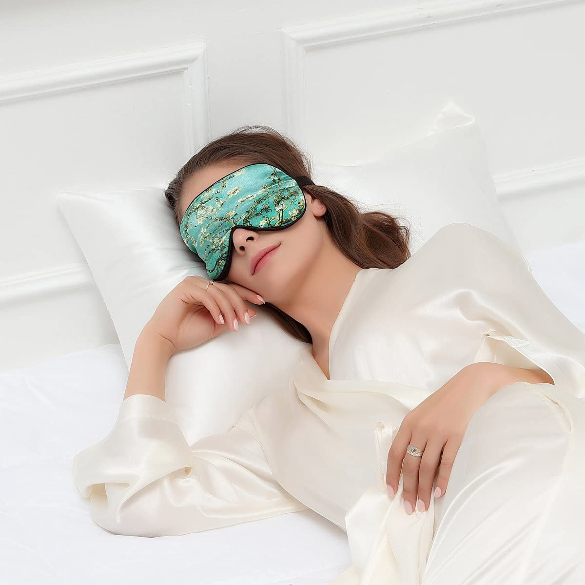 Alaska Bear Natural Silk Sleep Mask Helps You
