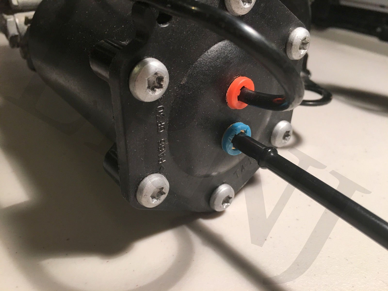 JSD Air Suspension Compressor Mount Bracket fits Land Rover LR3 LR4 Range Rover Sport RQU500064