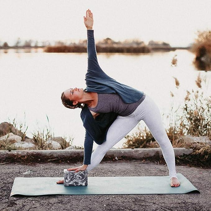 Amazon.com: Hugger mugger Espuma Bloque de yoga: Sports ...