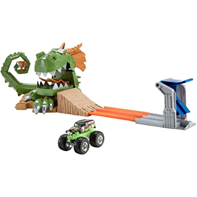 Hot Wheels Monster Jam Dragon Arena Attack Playset: Toys & Games