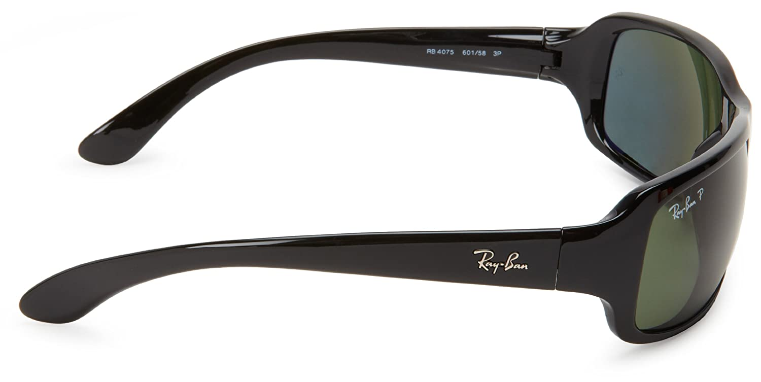 af534cbefcb Amazon.com  Ray-Ban RB4075 - BLACK Frame CRYSTAL GREEN POLARIZED Lenses  61mm Polarized  Clothing