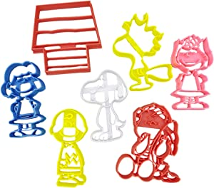 Peanuts Snoopy, Woodstock, Charlie Brown, Sally, Lucy And Linus With Doghouse Cookie Cutters (7 Pack)