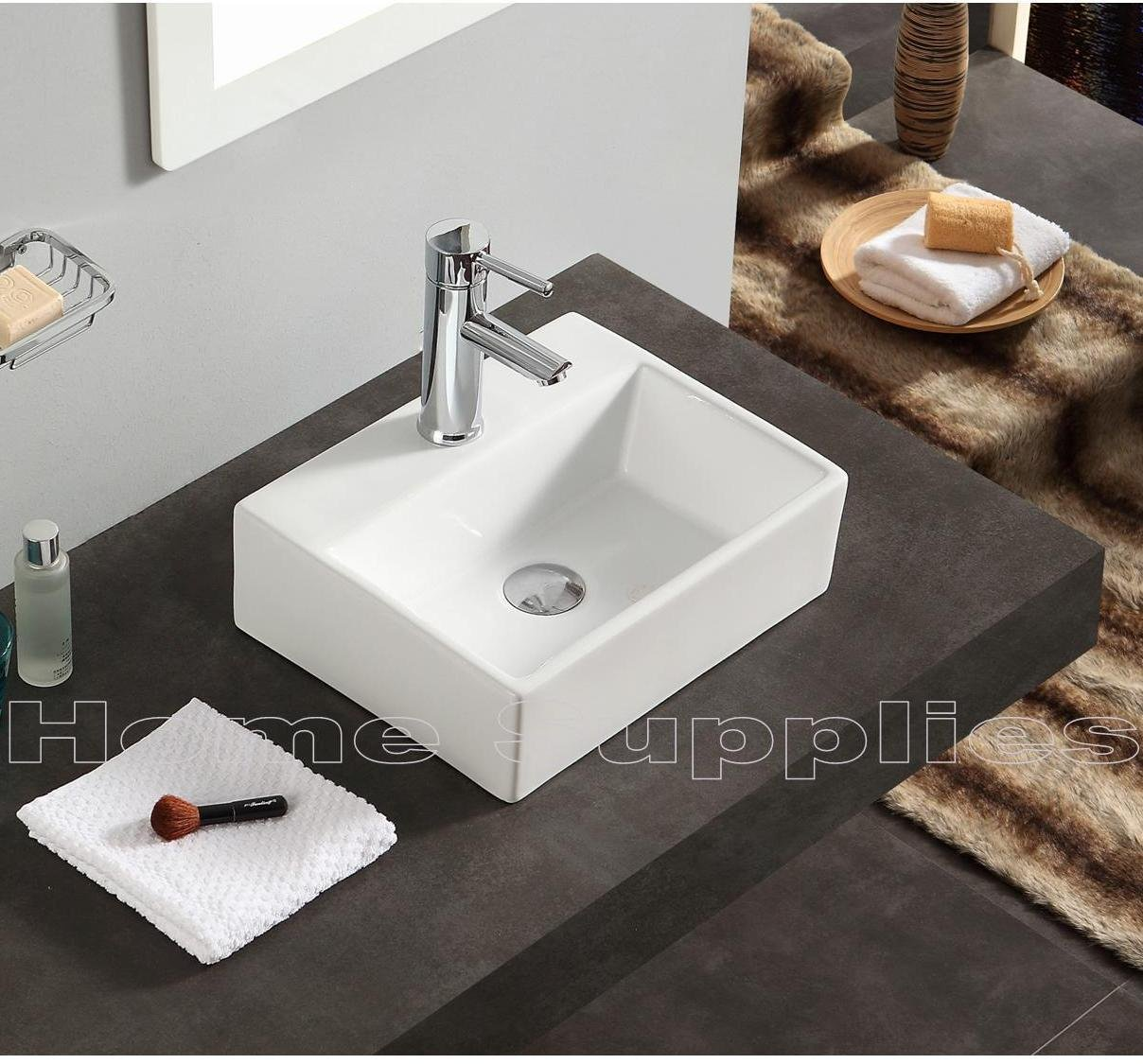 Waschbecken und Ablaufgarnitur, Keramik, klein, Wandbefestigung ...