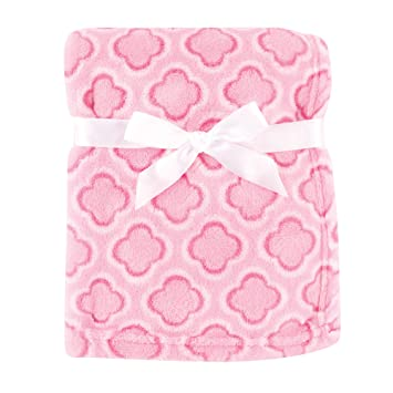 375a9baee430 Amazon.com: Luvable Friends Print Coral Fleece Blanket, Pink Clover: Baby