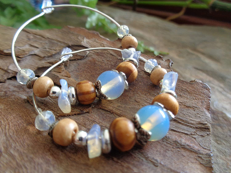 .。 ARO CON PIEDRA LUNA, MADERA Y CRISTAL 。. Pendientes plateados en azul claro y beige - marrón, gran mezcla de materiales