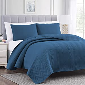 Vessia Luxury 2-Piece Bed Quilt Set Twin Size(Navy Blue, 68x86 inches) - Ultra Soft Lightweight Bedspread - Decorative Chervon Pattern Reversible Coverlet(Includes 1 Quilt, 1 Sham)