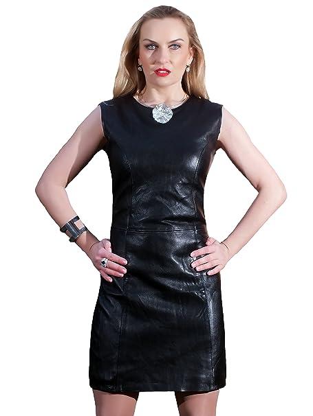 Vestido negro cuello redondo accesorios